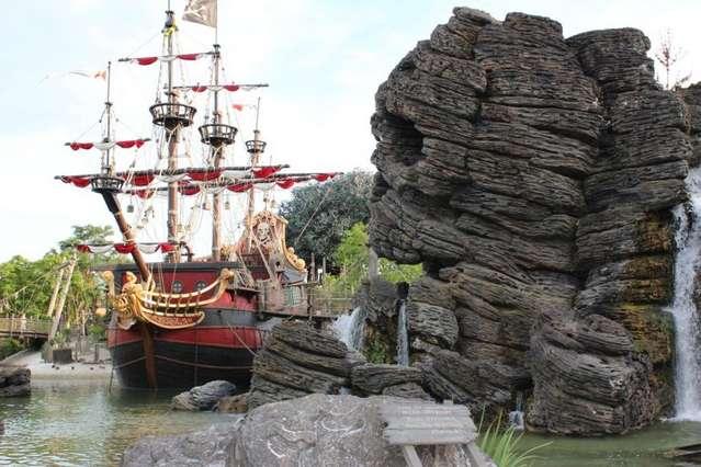 Пиратский корабль. Диснейленд.