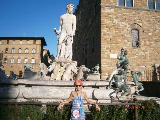 Флоренция - и так на каждом углу.