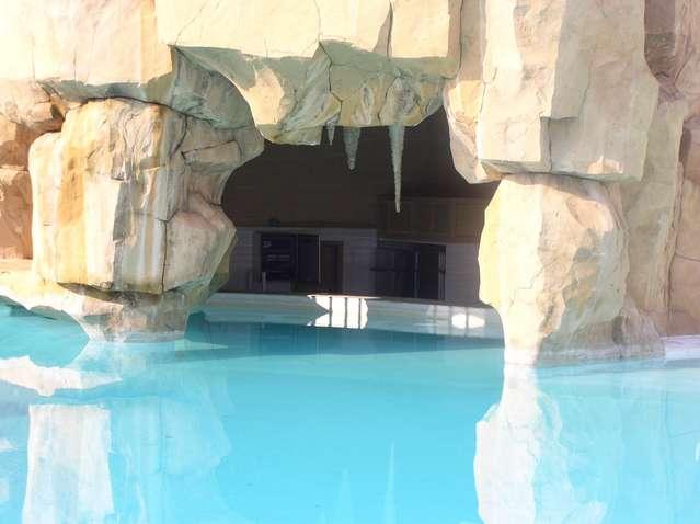 Бар в бассейне нашей гостиницы