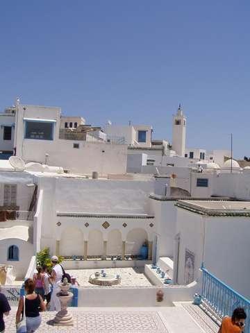 Sidi Bou Saïd - сине-белый город. там вдалеке, на горизонте, видна была Сицилия.