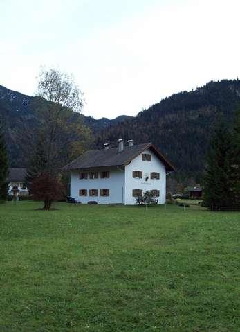 Вот такие домики мы встречали по всему пути нашего следования по Австрии