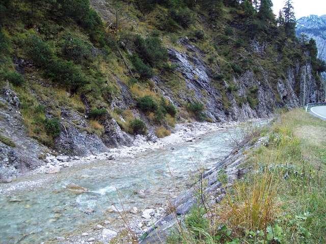Горная река в Альпах