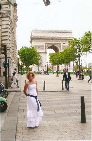 Улица Авеню, вид на Триумфальную арку