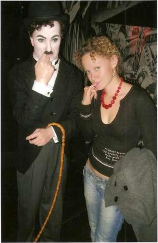 Девушка и Чарли Чаплин
