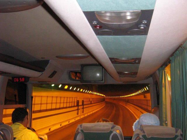 В туннеле под Суэцким каналом