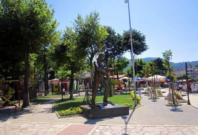 Памятник Барышу Акарсу