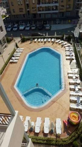 Бассейн гостиницы, вид с балкона