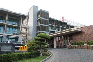 отель Royal Garden Resort 4*