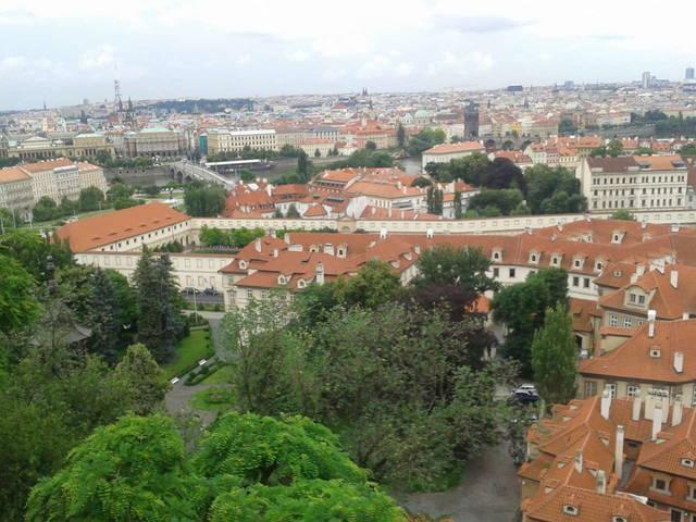 вид на город - там все крыши такие, супер!