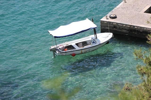 Адриатическое море и лодочка