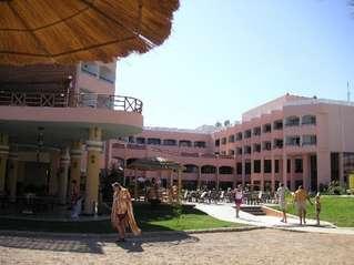 отель Beach Albatros Garden 4*