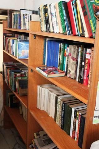 Мини-библиотека в лобби