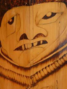 деревянный орнамет на территории шелковой фабрики