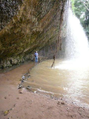 Тропинка под водопадом Пренн