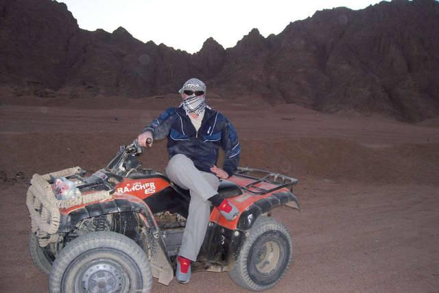 Поездка на квардрациклах в пустыню