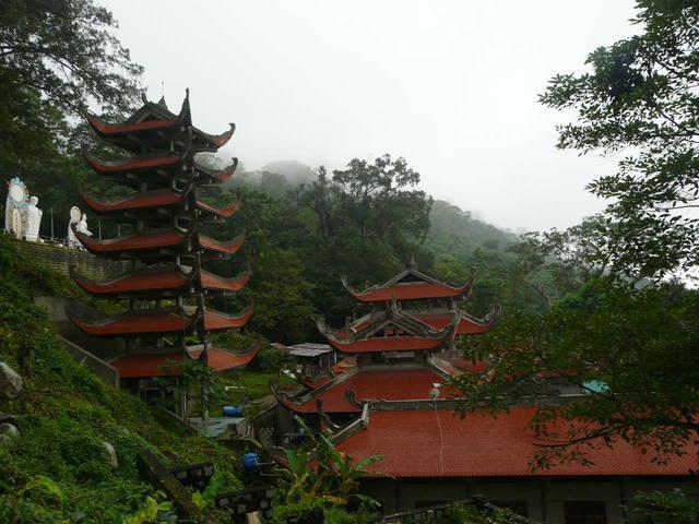 пагода со стороны