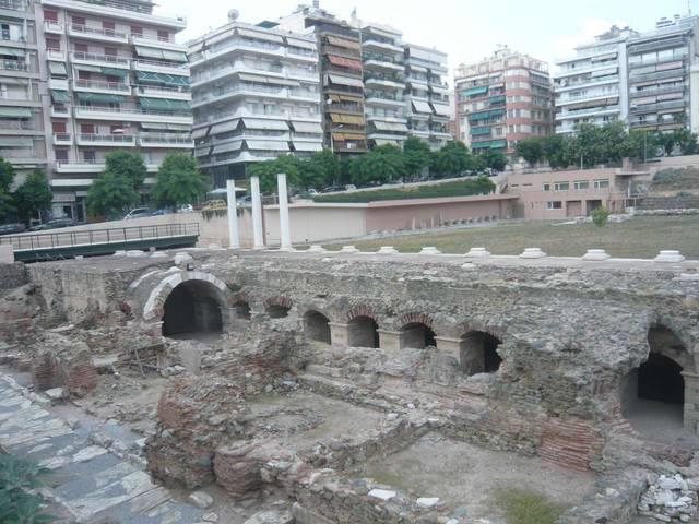 Раскопки античных сооружений в центре Салоник