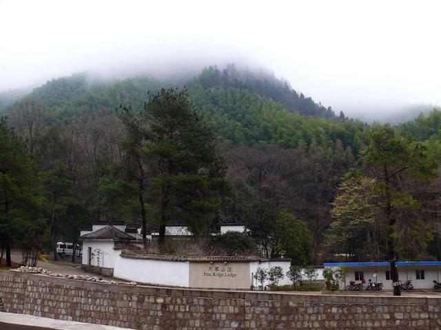 Отель затерялся в горах