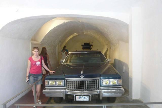Любимый черный лимузин Дали. Замок Пуболь
