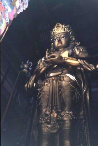 Статуя Будды в храме Гандан