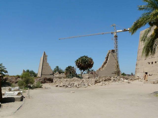 строения храмового комплекса в процессе реконструкции