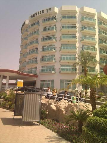 Остановка рядом с отелем