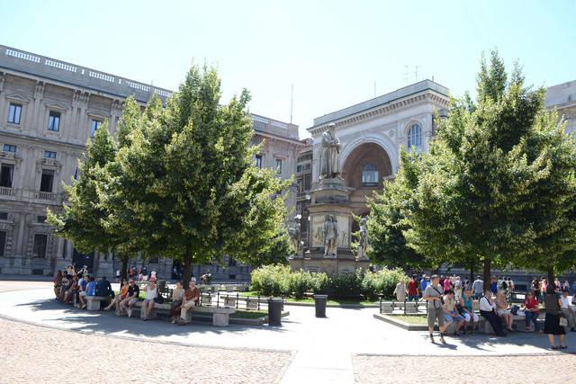 Площадь перед театром Ла Скала