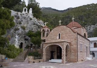 Монастырь Блаженного Потапия в Лутракионе