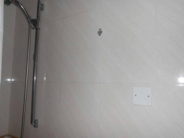 отсутствие крючков в ванной