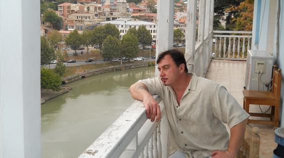вид из очень старой гостиницы Тбилиси.