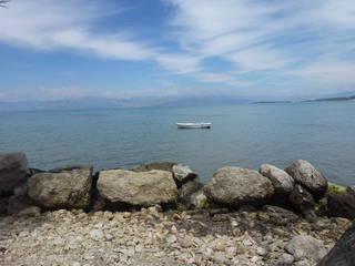 берег возле отеля