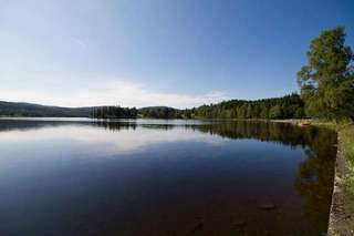 Живописное озеро в городке Bogstad