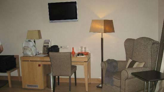 Отель Limneon 4*