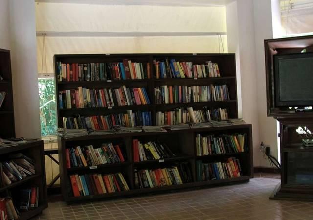 Островная библиотека и телевизор