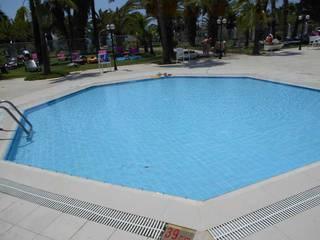 Почему никто не купается?