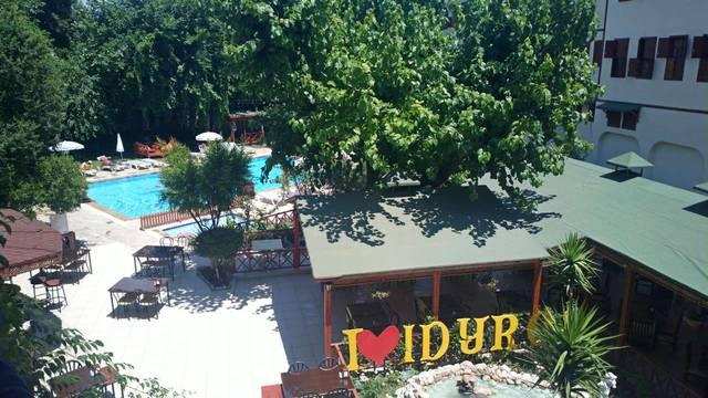 Вид из номера на бассейн