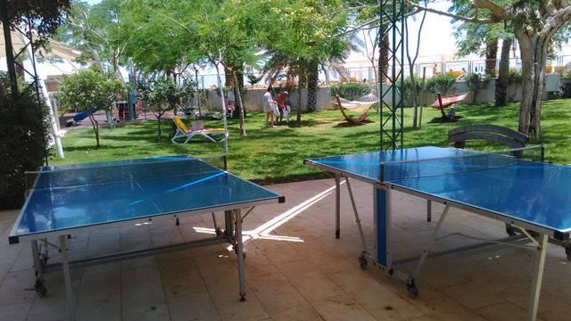 Территория отеля - теннисные столы