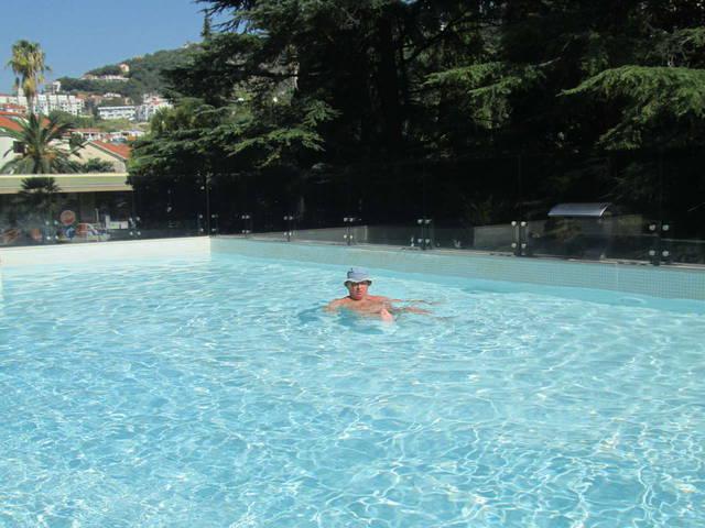Открытый бассейн, конечно, мелковат, но все равно хорош