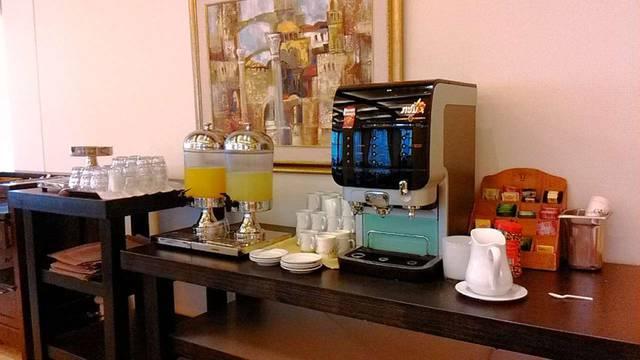 Уголок чай-кофе-соки