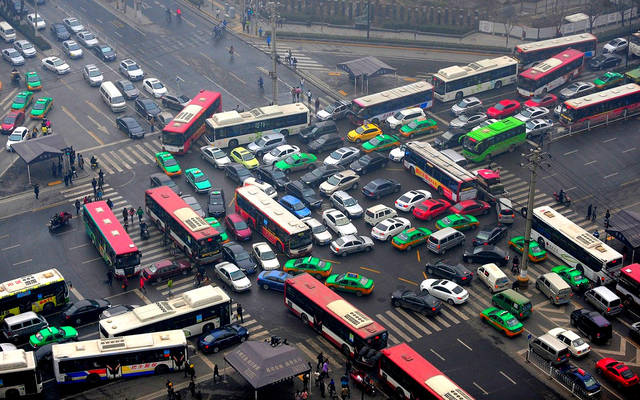 traffic in the cities essay It is true that traffic jam in big cities is a controversial issue in the world it is crucial to analyze the causes of this disturbing issue and explore effective solutions.