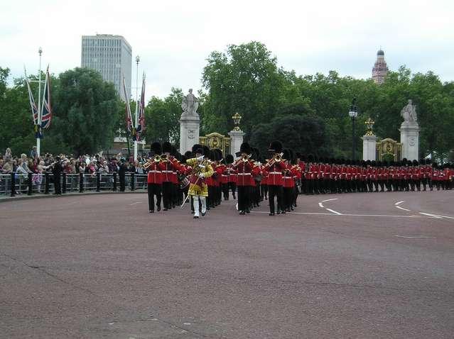 Празднование официального дня рождения Королевы Великобритании