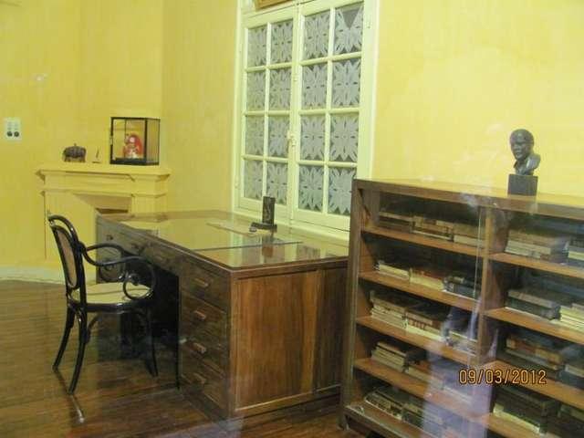 Обстановка в бывшей резиденции Хо Ши Мина (в настоящее время является музеем)