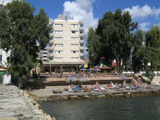 отель Crusader Beach 3*